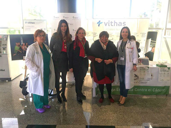Las Concejalas Alicia Laddaga e Irene Díaz participan en la Campaña de Donación de Cabello organizada por la AECC en Vithas Xanit International
