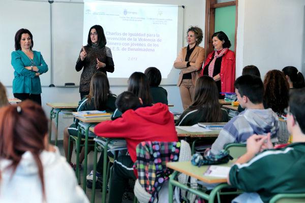 Más de 800 jóvenes participan en una campaña informativa sobre violencia de género en los centros educativos