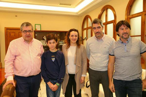 El Alcalde y los Concejales de Puerto y Deportes reciben al joven Campeón de Moto Acuática Esteban Díaz