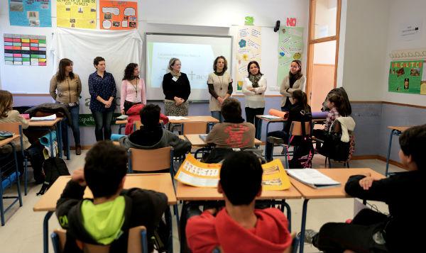 Más de 130 alumnos del instituto 'Benalmádena' participan en la Caravana de la Prevención del Cáncer