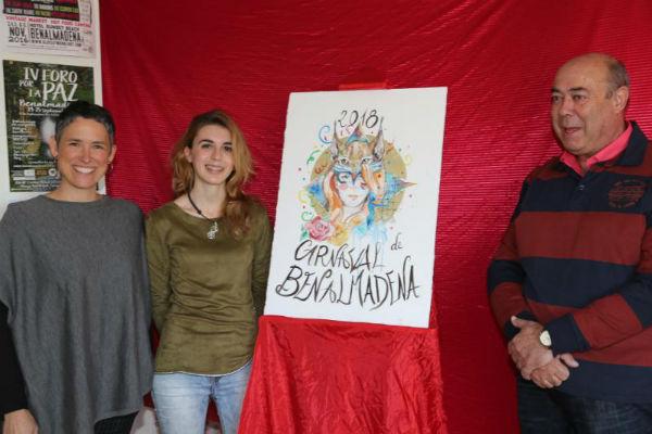 La Concejala Ana Schermam presenta el cartel anunciador del Carnaval de Benalmádena 2018.