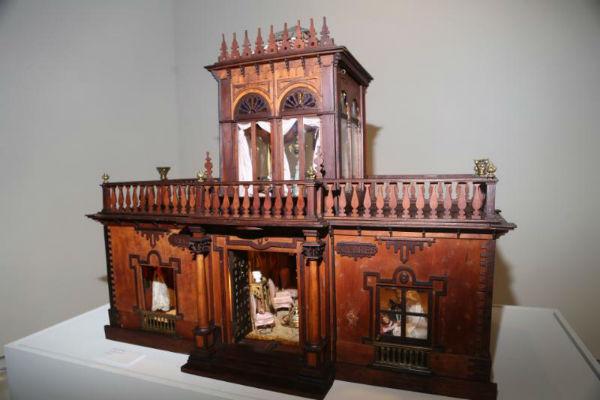 El Centro de Exposiciones acoge una selección de casa de muñecas, miniaturas y maquetas de la colección Voria Harras.