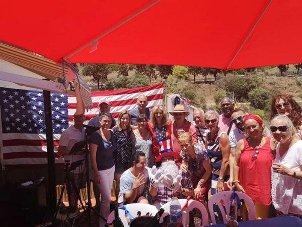 La Concejala Ana Sherman participa en la celebración del Día de la Independencia con la comunidad estadounidense.
