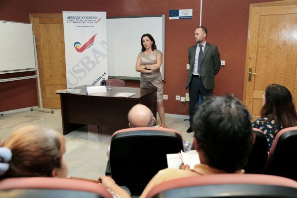 El Centro Municipal de Formación Permanente acogió una charla sobre las cláusulas suelo
