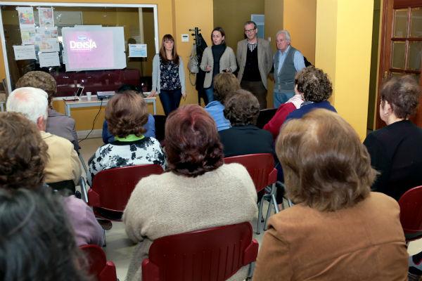 Más de un centenar de mayores participan en la charla de nutrición y dietética impulsadas por el Ayuntamiento