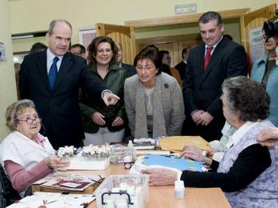 El presidente de la Junta de Andalucía visita Benalmádena