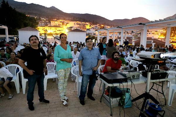 Cerca de 400 personas disfrutaron de la primera sesión del Cine de Verano en Benalmádena
