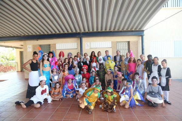 La Delegada de Educación, Patricia Alba, el Alcalde Víctor Navas y la ...