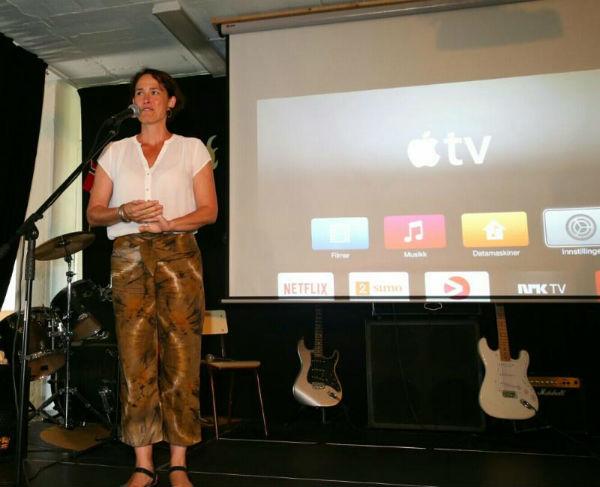 La Concejala Ana Scherman mantiene un encuentro con el colectivo de residentes noruegos