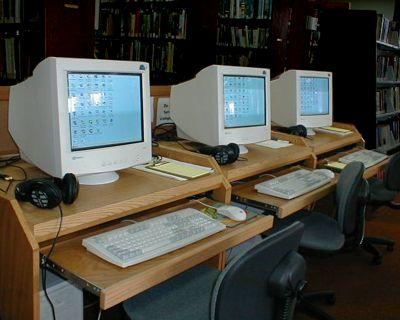 El Ayuntamiento dota de ordenadores al centro de mayores Anica Torres