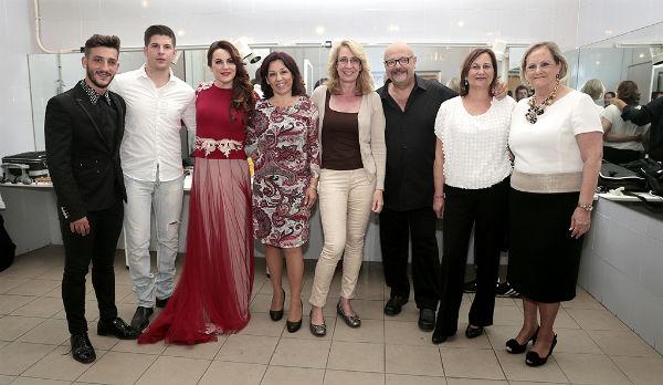 Más de 300 personas asisten al concierto benéfico 'Voces Prestadas' de Manolo Medina
