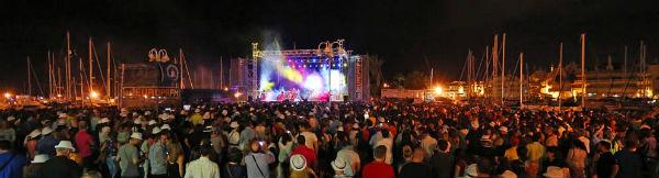 Antonio Orozco cosechó un gran éxito en su concierto de Puerto Marina