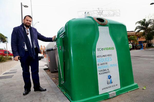 El Ayuntamiento instala cerca de un centenar de nuevos contenedores para el reciclaje de vidrio