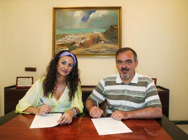 ACEB e Innoben firman un convenio de colaboración para ofrecer descuentos en el uso de soportes publicitarios a los empresarios locales
