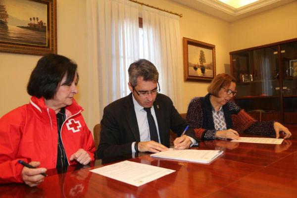 El Ayuntamiento de Benalmádena renueva su convenio con Cruz Roja para el ...