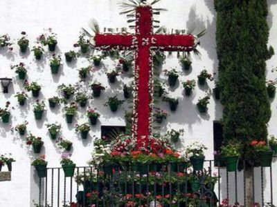 Benalmádena Celebra sus Tradicionales Cruces de Mayo.