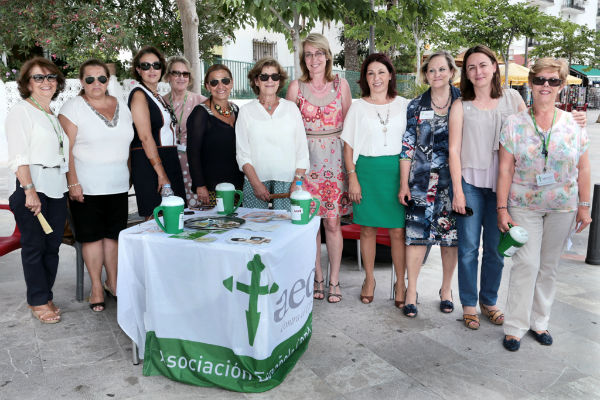 La alcaldesa participa en la cuestación anual de la Asociación Española Contra el Cáncer