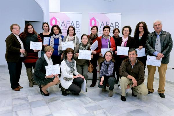 Más de una veintena de miembros de Afab participan en el curso de soporte vital básica y uso de Desa