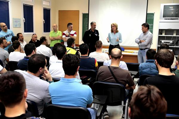 Medio centenar de policías locales de Andalucía participan en Benalmádena de un curso sobre identificación de vehículos robados de alta gama