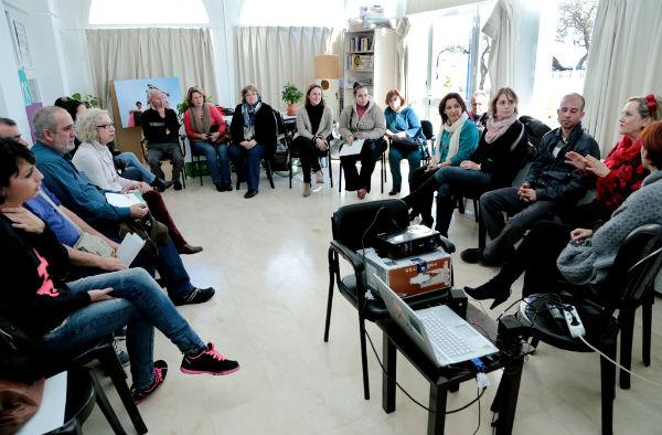 Cerca de una veintena de personas participan en el curso de voluntariado organizado por la Asociación Contra El Cáncer