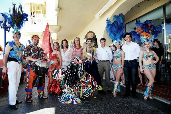 La magia de las danzas del mundo inundó Puerto Marina y cautivó a cerca de un millar de visitantes