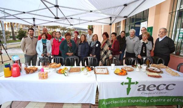 La AECC organiza un desayuno para los representantes de los colegios e institutos que participaron en su campaña de prevención.