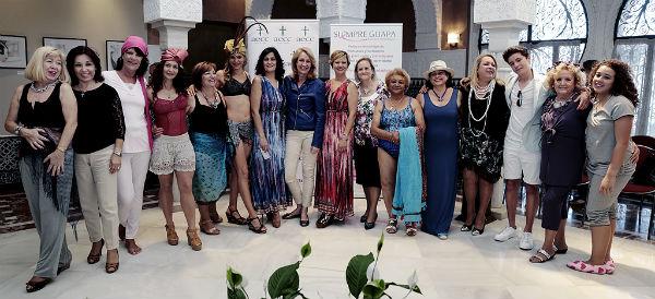 La alcaldesa preside el desfile de moda 'Siempre Guapas' organizado por la Asociación Española Contra el Cáncer