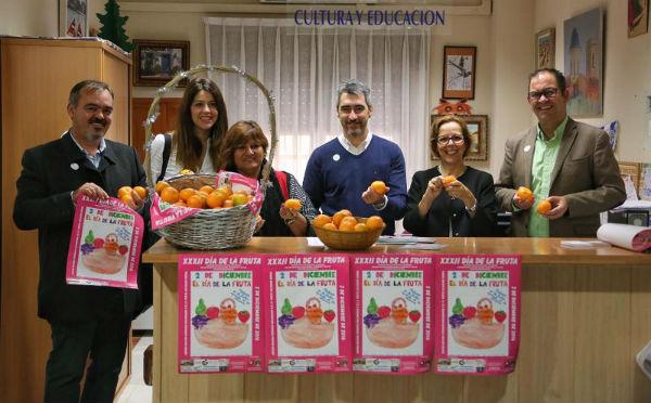 El Ayuntamiento reparte 300 kilos de fruta en Dependencias Municipales con motivo de la celebración del XXXII Día de la Fruta