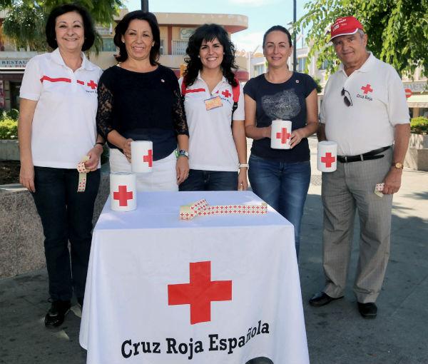 Benalmádena colabora con el 'Día de la Banderita' de Cruz Roja para apoyar a la infancia en riesgo de exclusión