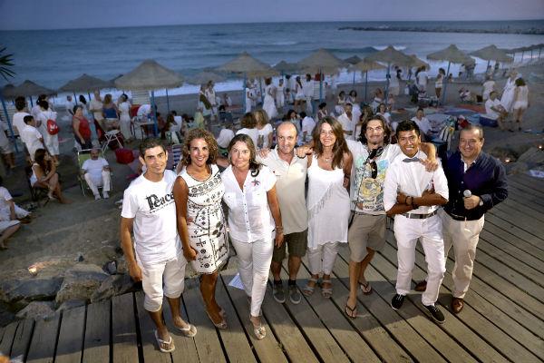 Cientos de personas se dieron cita en la playa de Sunset Beach para celebrar el Día Internacional del Amigo