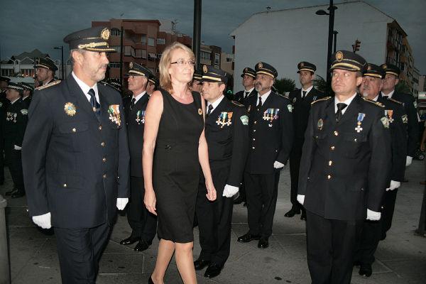 La alcadesa destaca el servicio de calidad y la respuesta ágil y eficaz que presta la Policía Local de Benalmádena