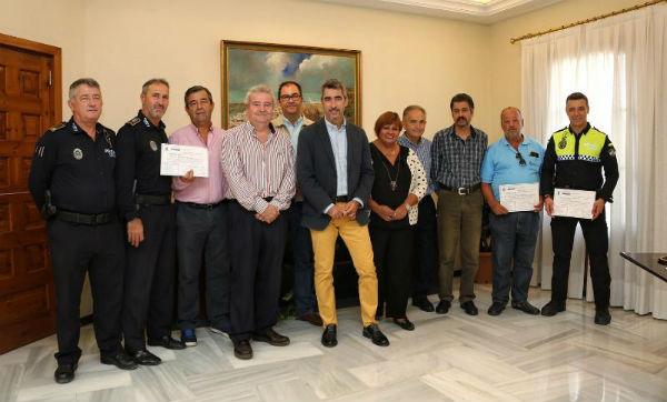 El Alcalde Víctor Navas y los Concejales Alicia Laddaga y Javier Marín entregan los Diplomas a los instructores de los Cursos de Soporte Vital Básico