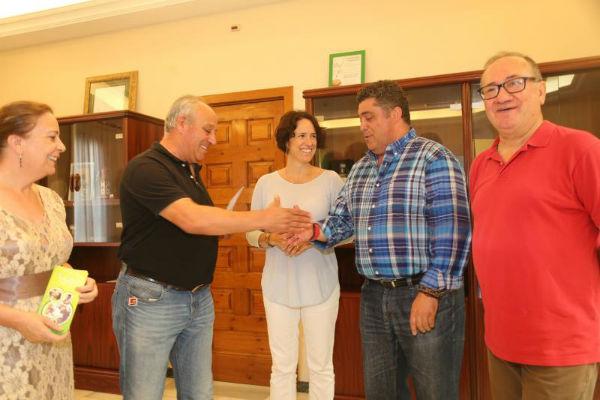 La Hermandad del Coronado de Espinas dona el 20% de su recaudación en la Veladilla del Carmen a la asociación ABAD