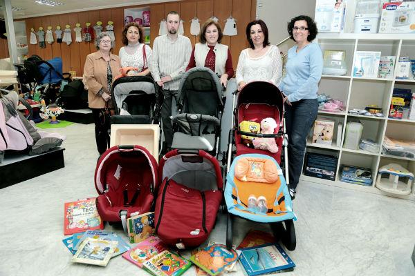 Babyboom Factory dona un lote de artículos de bebé a la organización 'Canastillas sin Fronteras'