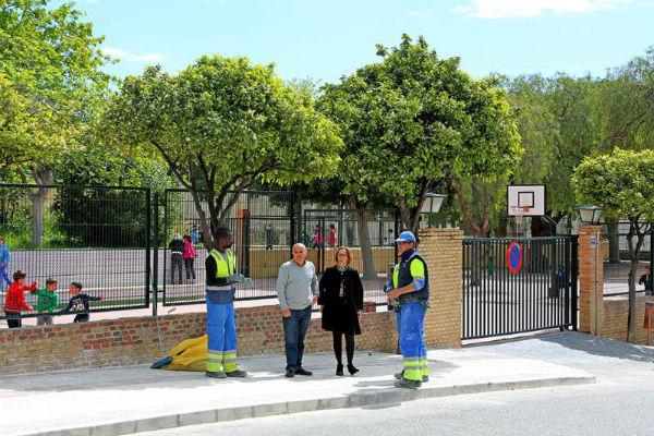 El Ayuntamiento acomete actuaciones de mejora en la entrada del Colegio Miguel Hernández