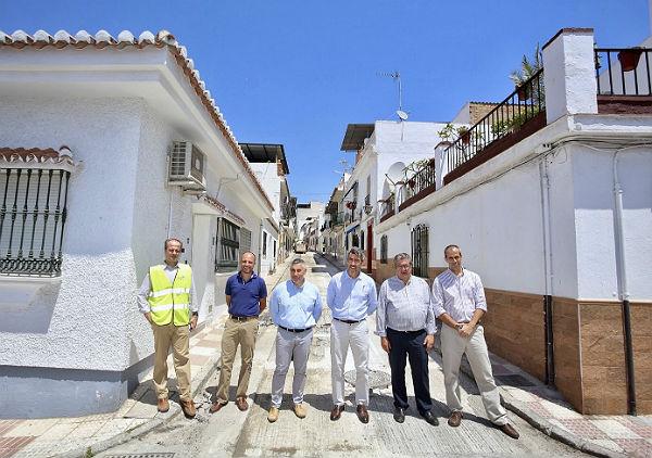 Emabesa cumple su compromiso con los vecinos de la zona de Carranque y terminará las obras antes del inicio de la Feria de San Juan