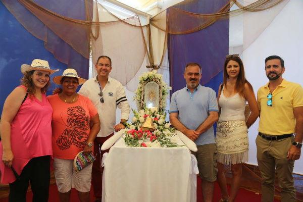 Varios centenares de personas acompañan a la imagen de la ¨Chiquita´ DE LA Virgen del Carmen en su tradicional emersión a cargo de la Asociación de Buzos de Benalmádena.