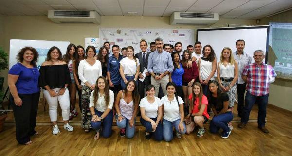 Jóvenes emprendedores de Benalmádena muestran su talento en la sede de la ACEB