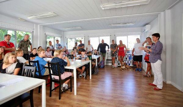 La Concejala Ana Schermam asiste a la inauguración del curso escolar en el colegio danés de Benalmádena.