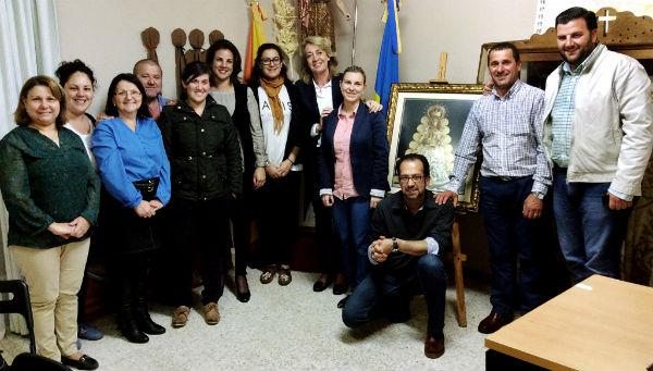 La alcaldesa mantiene un encuentro con la Hermandad del Rocío para planificar el trabajo de cara a la Romería 2015