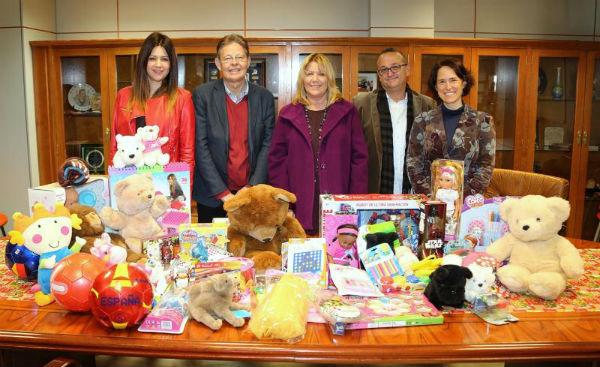 Los Vecinos de la Urbanización La Capellanía donan juguetes a las familias más necesitadas del municipio
