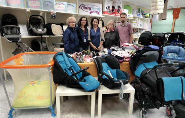 El establecimiento 'Babyboom Factory' dona un lote de artículos de bebé a Cáritas