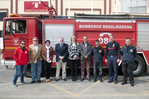 Benalmádena dona un camión autobomba al proyecto de cooperación al desarrollo de 'Bomberos en Acción'
