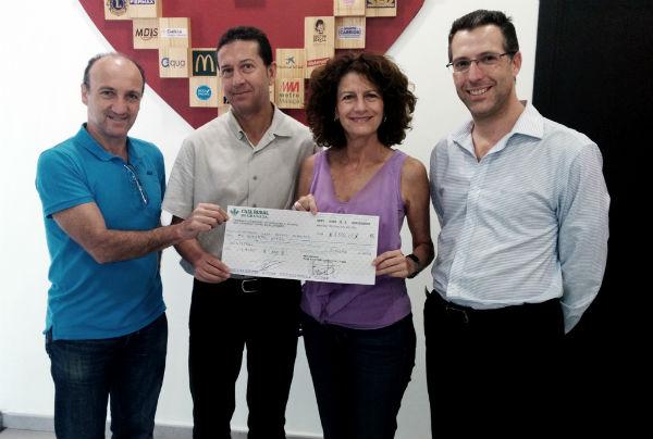 El Patronato de Deportes entrega el talón solidario de la IV Carrera Urbana de Arroyo de la Miel a la Fundación Casa Ronald McDonald