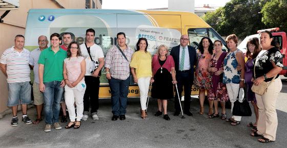 Afesol recibe una furgoneta adaptada para facilitar la movilidad de sus usuarios