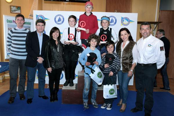 Cerca de 60 jóvenes regatistas participan en la Copa Provincial Clase optimist en Benalmádena