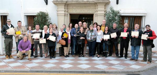 La regidora entrega los premios a los establecimientos ganadores de la IV Ruta 'De Tapas por Benalmádena'