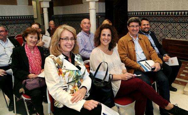 La alcaldesa preside el acto literario 'Escritores y Escritoras con Voz'