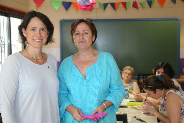La Concejala Ana Schermam presenta el programa de actividades del Espacio Joven de Benalmádena Pueblo.