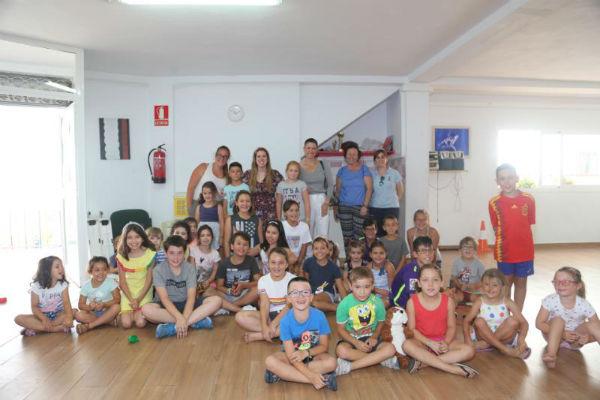 La Concejala Ana Scherman presenta las actividades del Espacio Joven durante el verano.